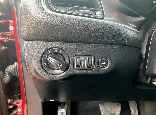 Used 2018 Dodge Challenger SXT full