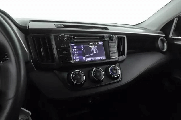Used 2018 Toyota RAV4 LE full